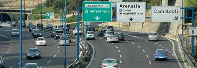Tangenziale di Napoli, Fiat Panda senza assicurazione bloccata dopo un lungo inseguimento
