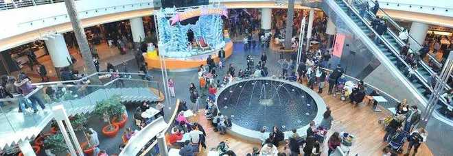 Ruba abiti nel centro commerciale arrestato dai for Centro commerciale campania negozi arredamento