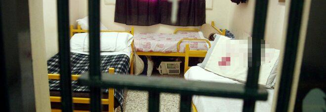 Carcere di Poggioreale, detenuto nigeriano aggredisce gli agenti: quattro feriti
