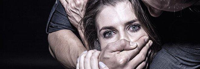 Violenza sessuale e torture, arrestato marito violento a Caserta