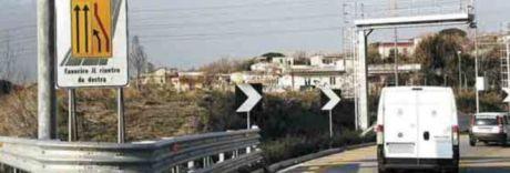 Schianto sulla Napoli-Salerno, muore motociclista: traffico in tilt