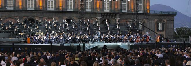 Teatro San Carlo, la riapertura al pubblico da «La Traviata» a «L'elisir d'amore»