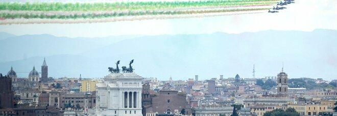Festa della Repubblica, cerimonia all'Altare della Patria. Mattarella: «Uniti per la rinascita»