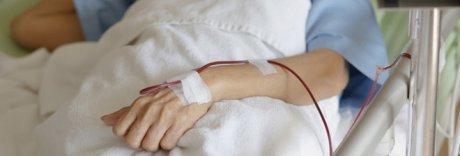 Scambiano le sacche di sangue, donna muore in ospedale a Monza