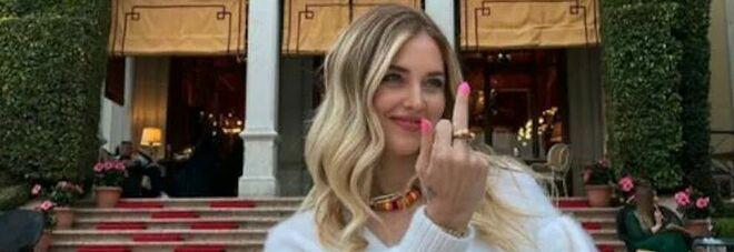Chiara Ferragni dopo la vittoria dei Maneskin pubblica una foto con il dito medio alzato: «A chi pensava non potessimo vincere»