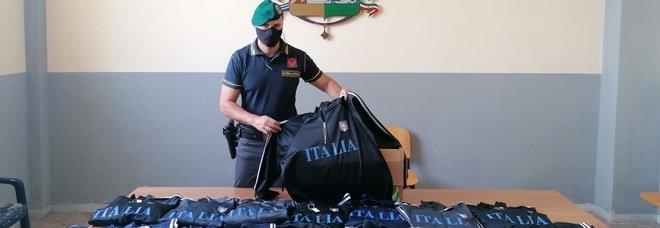 Euro 2020, a Napoli gadget e magliette false: sequestrati 1,6 milioni di prodotti fuorilegge