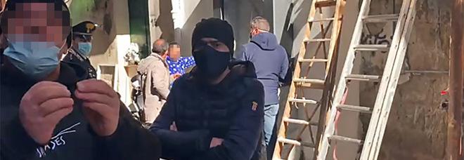 Via il murale di Caiafa, minacce ai cronisti: «Veniamo a prendervi a casa, non finisce qui»
