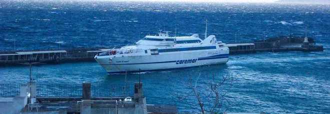 La Caremar passa ad Aponte e a D'Abundo: la navigazione nel Golfo gestita solo dai privati