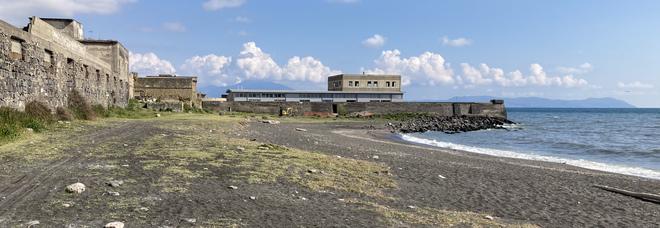 Napoli Est, il Comune conferma: il mare di San Giovanni non è balneabile