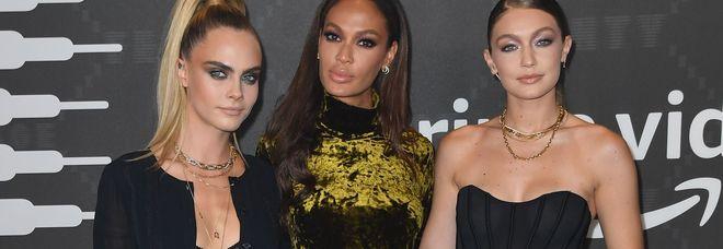 Rihanna come Victoria's Secret, la sfilata è un evento. «Cellulari sequestrati, foto top secret»
