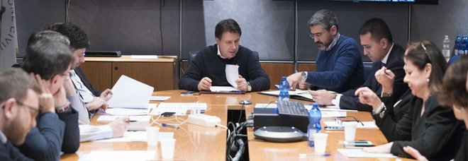 Coronavirus, due morti e 67 contagi. A Milano due casi. Cdm: sospese le gite in Italia e all'estero