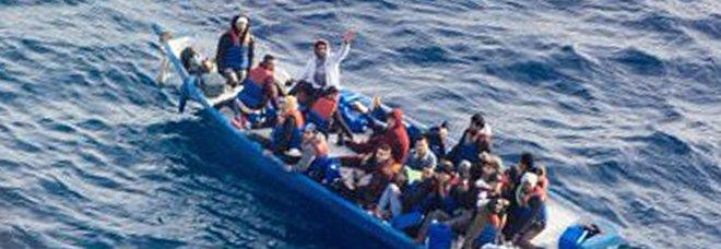 Migranti, si teme ondata di esuli libici: duello Salvini-Conte sui porti