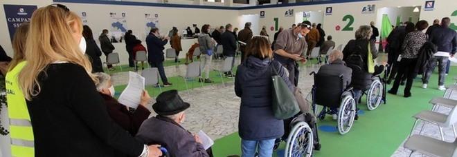 Vaccini in Campania, le dosi rifiutate andranno ai volontari