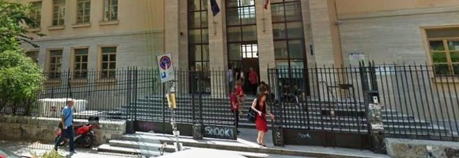 Spray urticante a scuola: panico tra gli studenti, identificati due 14enni