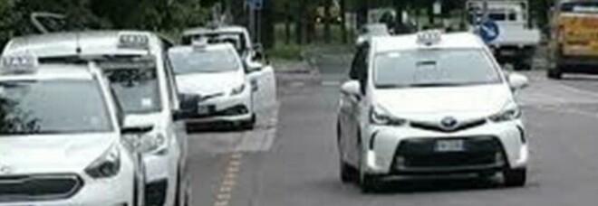 Milano, incinta corre in ospedale ma partorisce nel taxi: mamma e bimbo stanno bene