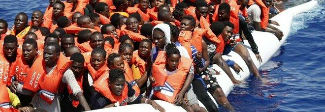 Naufragio a largo della Libia, le Ong accusano l'Europa. «Navigavamo fra i cadaveri»