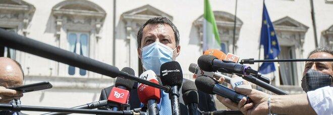 Mascherine all'aperto, Salvini: «Da domani via l'obbligo»
