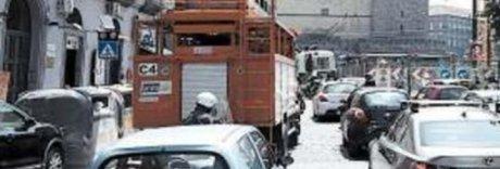 Si allarga il cantiere del metrò, traffico subito in tilt a Napoli