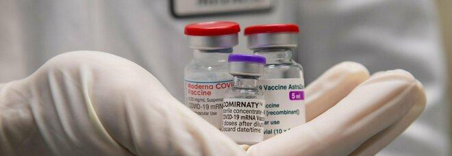 Mix vaccini, il richiamo è sicuro? Cosa sappiamo dopo il no ad AstraZeneca per under 60