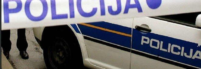 Strangola i tre figli di 4 e 7 anni mentre dormono e poi tenta di uccidersi: consulente finanziario arrestato a Zagabria