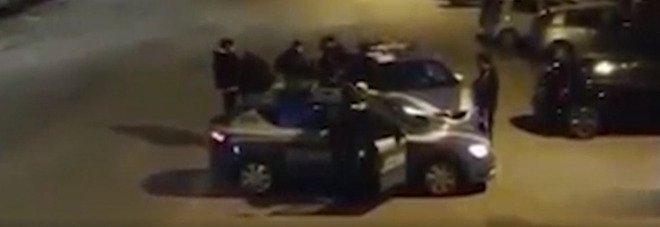 Poliziotti aggrediti a Caserta ma il video scagiona i tre arrestati: scarcerati