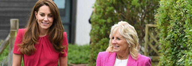 Kate Middleton, prove da regina con Jill Biden al G7: abito di Alexander McQueen da 1.125 sterline