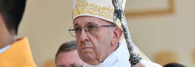 Papa Francesco nella bufera: «Offese le vittime della pedofilia»