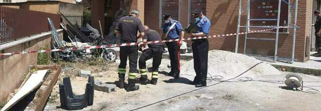 Roma, bambino di tre anni cade in un pozzetto: salvato dai vigili del fuoco