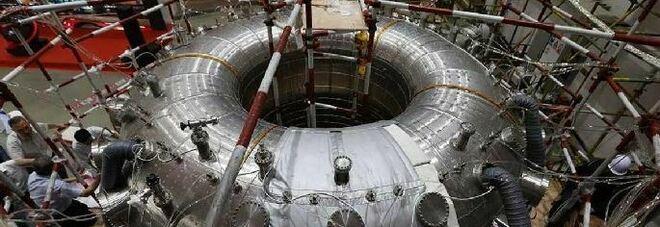"""Cina, il """"sole artificiale"""" 10 volte più caldo di quello vero: il record del reattore a fusione nucleare"""
