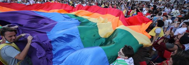 Lo storico locale Stonewall dona 10mila dollari in sostegno delle lotte dell'Arcigay di Napoli