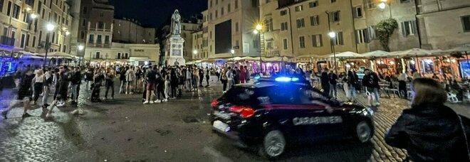 Roma, movida folle: poliziotti e carabinieri aggrediti da Campo de' Fiori a San Lorenzo