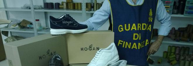 release date 5e6bc 77c8d Sequestrate scarpe contraffatte a Genova e Napoli per 18 ...