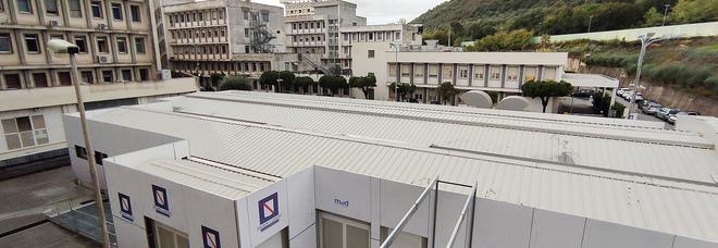 Covid, muore in ospedale a Salerno: i parenti aggrediscono il medico