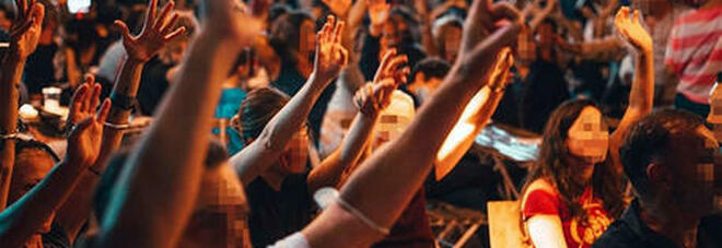Napoli, compleanno e battesimo in villa con 100 persone: musica a tutto volume e niente mascherine. Multati dai carabinieri