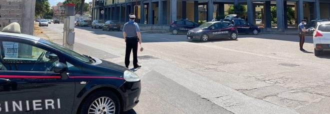 Arzano, blitz dei carabinieri nel rione popolare 167 alla ricerca di armi e droga