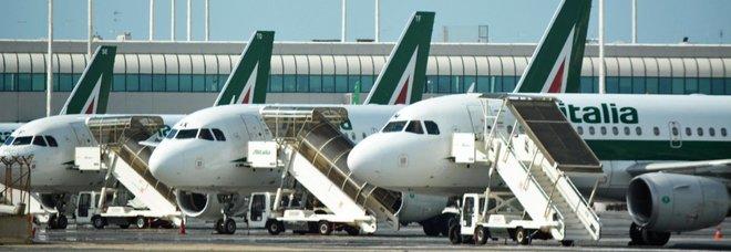 Alitalia, frenata sul salvataggio: il Mef rinvia decisione su ingresso