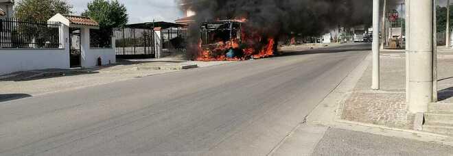 Ctp, bus a fuoco nel Napoletano: illesi passeggeri e autista, è il secondo caso in dieci giorni