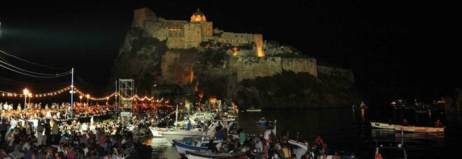 Covid in Campania, grandi eventi a rischio: stop a festa Sant'Anna, a Giffoni niente concerti