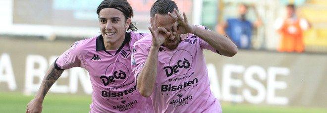 Il Palermo beffa l'Avellino nel finale: 1-0 su rigore nella prima dei playoff