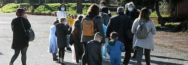 Scuola, tre milioni di studenti da oggi a casa in Dad. Le famiglie senza aiuti