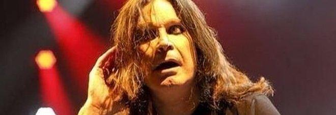 Ozzy Osbourne ha il morbo di Parkinson: «In Svizzera per nuove cure, voglio tornare in tour»