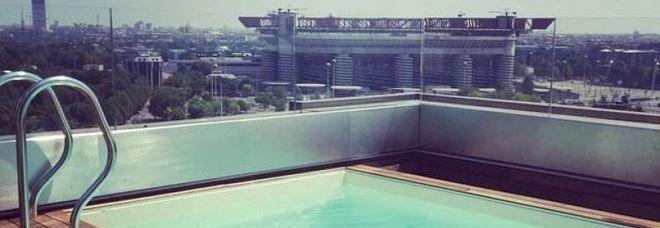Icardi e wanda nara il mega attico da 400 metri quadri con piscina vista san siro foto il - Piscina gonfiabile 2 metri ...