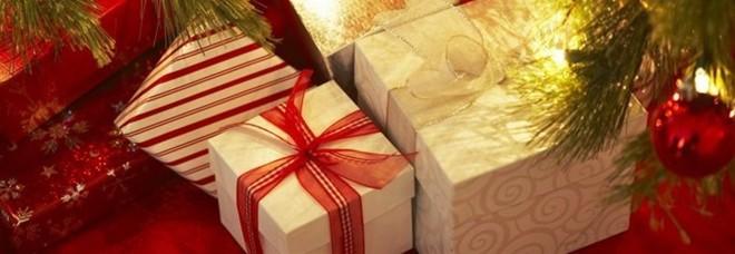 """Natale: sotto l'albero anche i """"ritocchini estetici"""" per lui e per lei"""