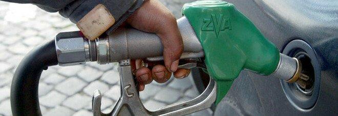 Benzina, verso stop al rialzo dei prezzi. Opec, accordo raggiunto: da agosto 400 mila barili in più al giorno