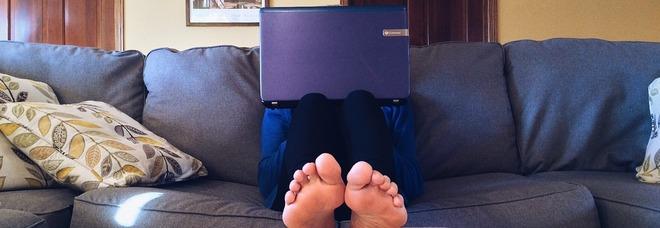 Ictus, troppe ore davanti a tv e pc aumentano di 7 volte il rischio: allarme tra i giovani