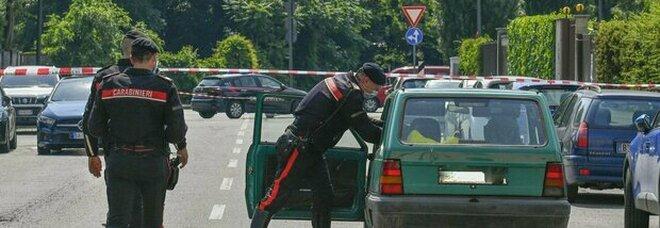 Milano, uomo ucciso a coltellate trovato morto in auto: choc in tra i passanti