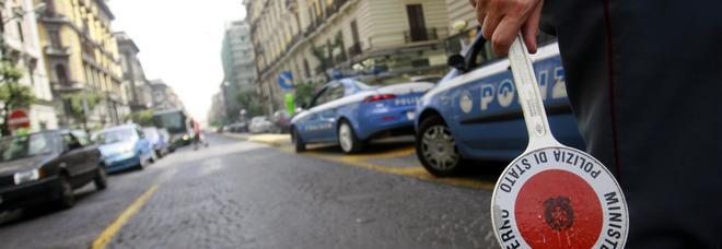 Napoli, scippo del cellulare a Corso Umberto: ferma il rapinatore e lo fa arrestare