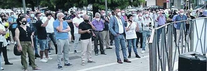 Casal di Principe, la protesta degli abusivi: «Soli in strada, non siamo speculatori»