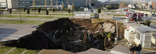 Ospedale del Mare, esplosione nella notte: voragine di 50 metri, evacuato il Covid residence