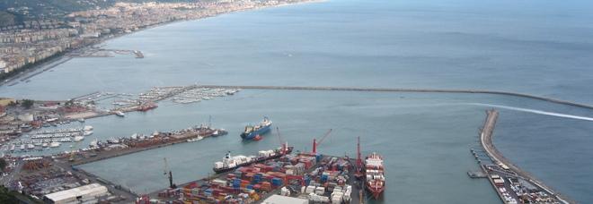 Salerno, sequestrato al porto container carico di rifiuti destinati al Burkina Faso